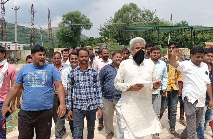 जिले में कानूनी तरीके से बजरी खनन शुरू करने की मांग