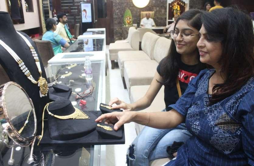बैंगलुरु, पुणे, हैदराबाद के ग्राहकों को सीधे फ्लाइट से ही ज्वैलरी भेज रहे सराफा कारोबारी