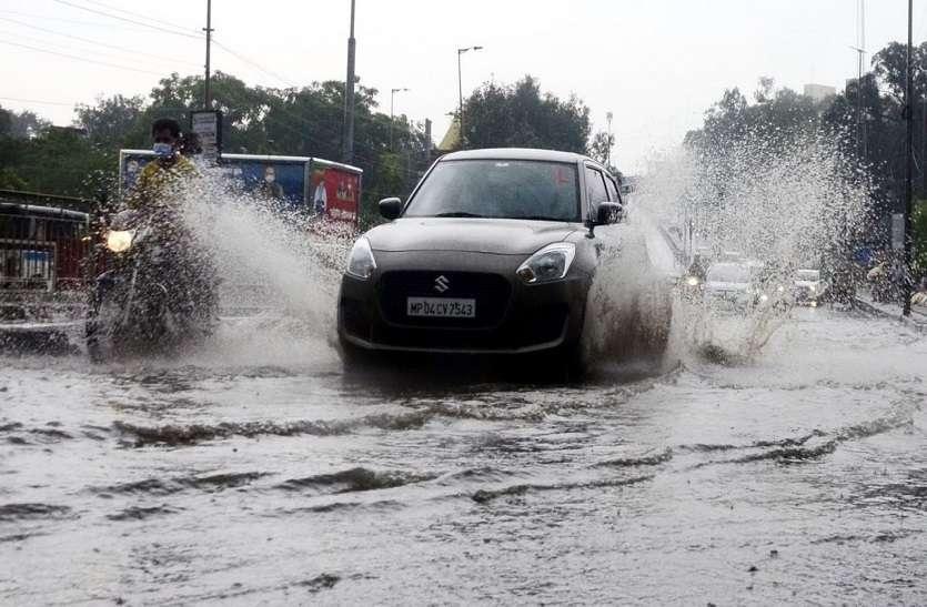 एक घंटे की बौछारों में हो गई एक इंच बरसात, रात में फिर शुरू हुई बारिश