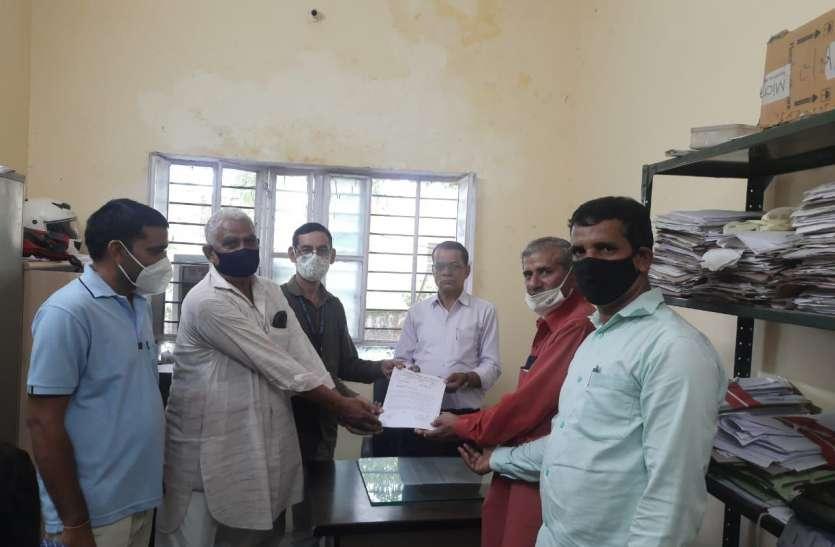 शिक्षकों ने 7 सूत्री मांगों को लेकर सीएम व शिक्षामंत्री के नाम सौंपा ज्ञापन