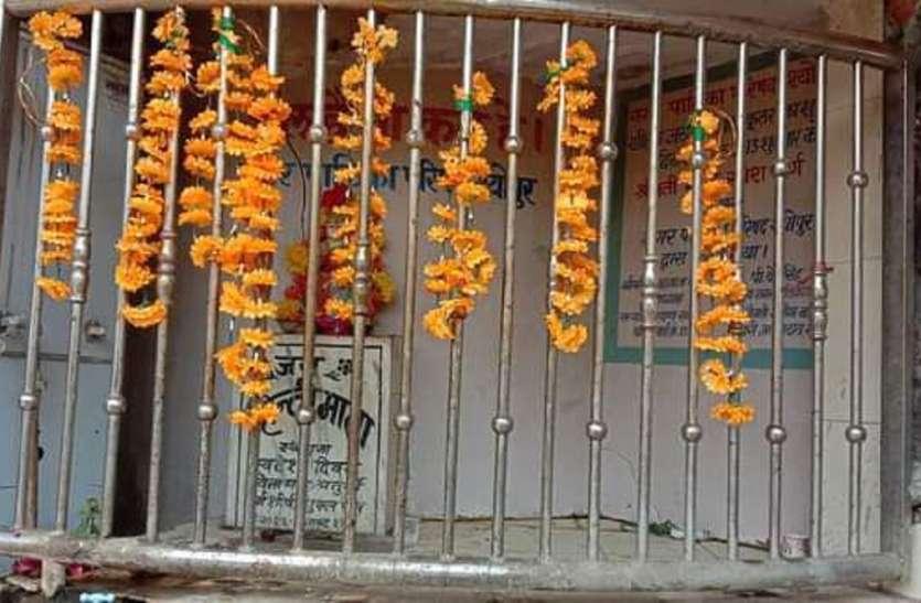 यहां 'हिंदी' को 'माता' मानकर करते हैं 'पूजा'