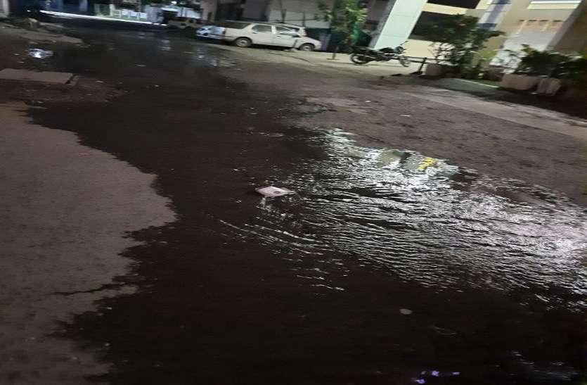 पानी की पाइप लाइन क्षतिग्रस्त, एमपी नगर से लेकर होशंगाबाद रोड तक 60 से अधिक रिसाव