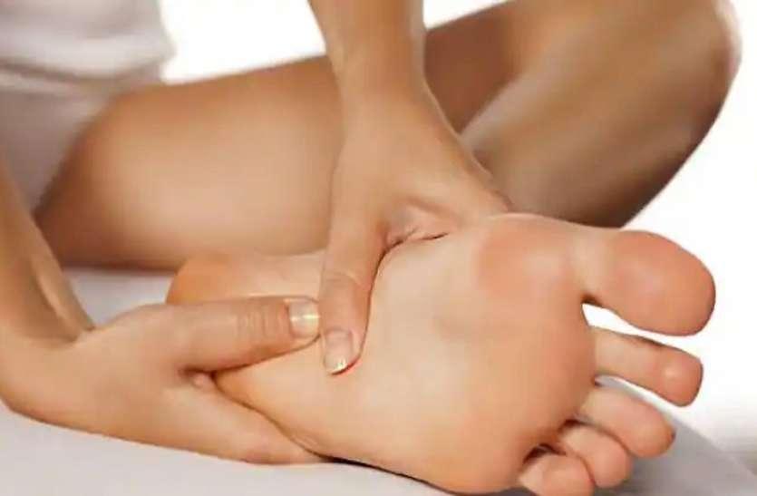 सोने से पहले पैरों में तेल की मालिश करने के हैं खूब फायदे
