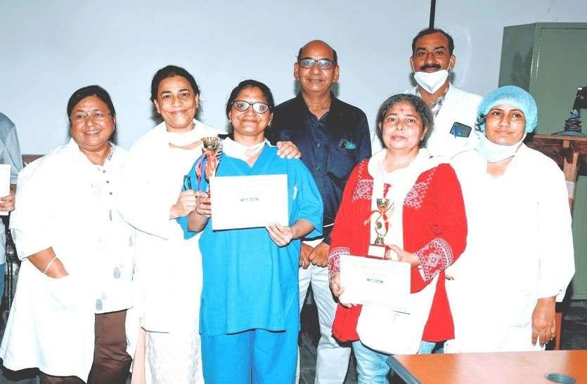 चिकित्साकर्मियों ने शुद्ध हिंदी लेखन प्रतियोगिता में लिया भाग