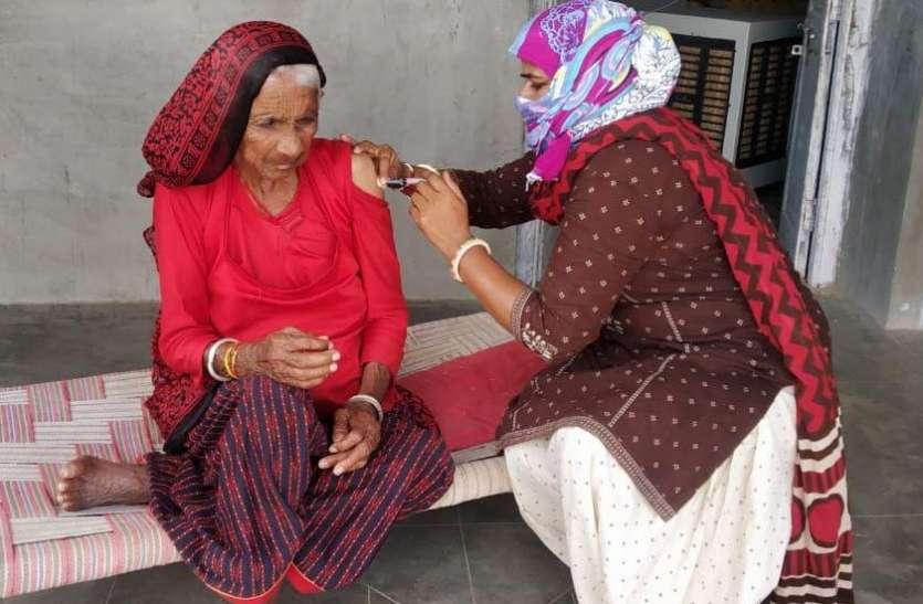 बाड़मेर में वैक्सीनेशन में पीछे है महिलाएं, पुरुष आगे