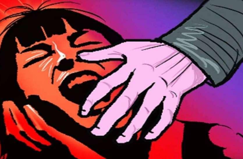 छेड़छाड़ का विरोध करने पर मासूम को रसोई में बंद कर मां से बलात्कार