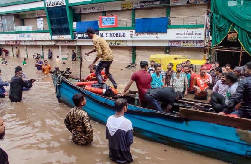 West Bengal Weather News Update: बारिश से बेहाल बंगाल, 1 की मौत, घाटल के अस्पताल में घुसा पानी