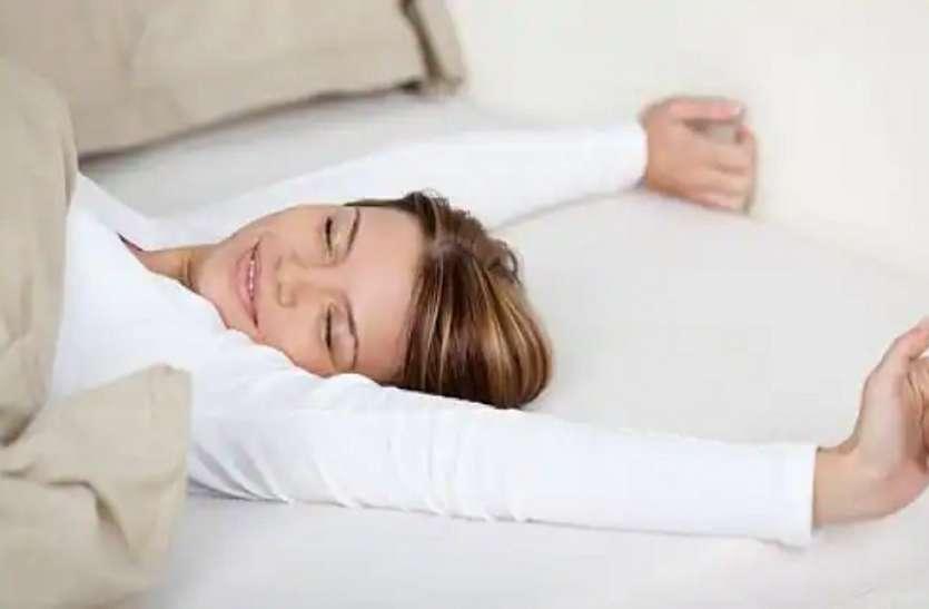 बिना तकिया लिए सोने की डाल लें आदत, सेहत को मिलेंगे ये गजब के फायदे