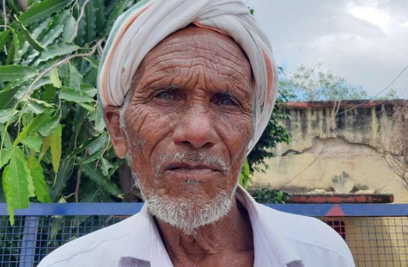 वृद्ध को बाइक पर बिठाकर जेब से 50 हजार किए पार