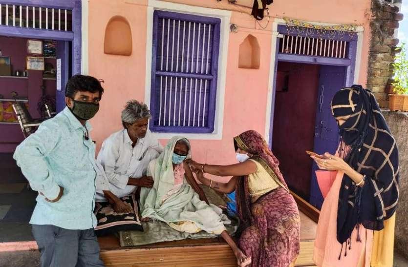धरियावद में कम टीकाकरण पर कलक्टर ने जताई नाराजगी