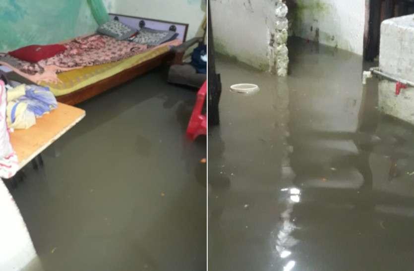 Heavy Rain Impact: बारिश का बरपा ऐसा कहर कि सड़कों से लेकर घरों में घुसा पानी, रतजगा कर काटनी पड़ी रात