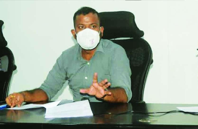 लापरवाह सचिव जीआरएस को थोकबंद शो-कॉज, दो मनरेगा कर्मियों की सेवा समाप्त