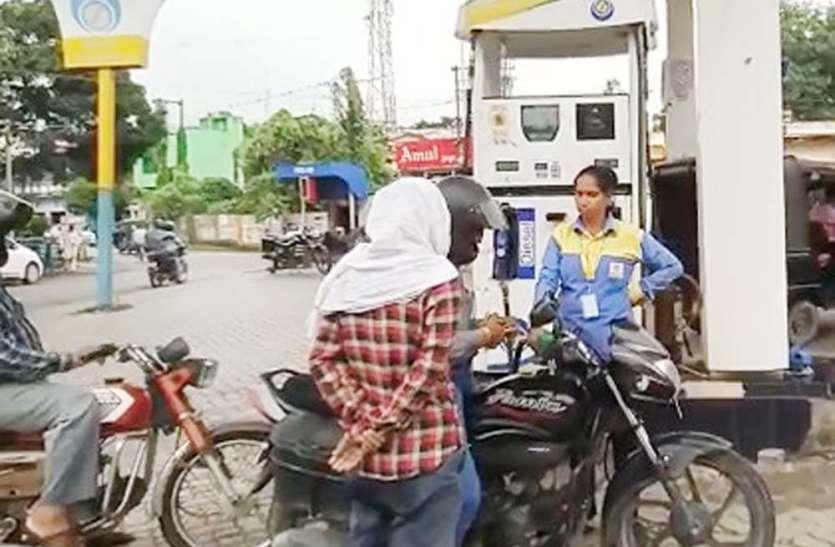 गांव की तीन लड़कियां पूर्वांचल में महिलाओं के लिए बनी मिसाल