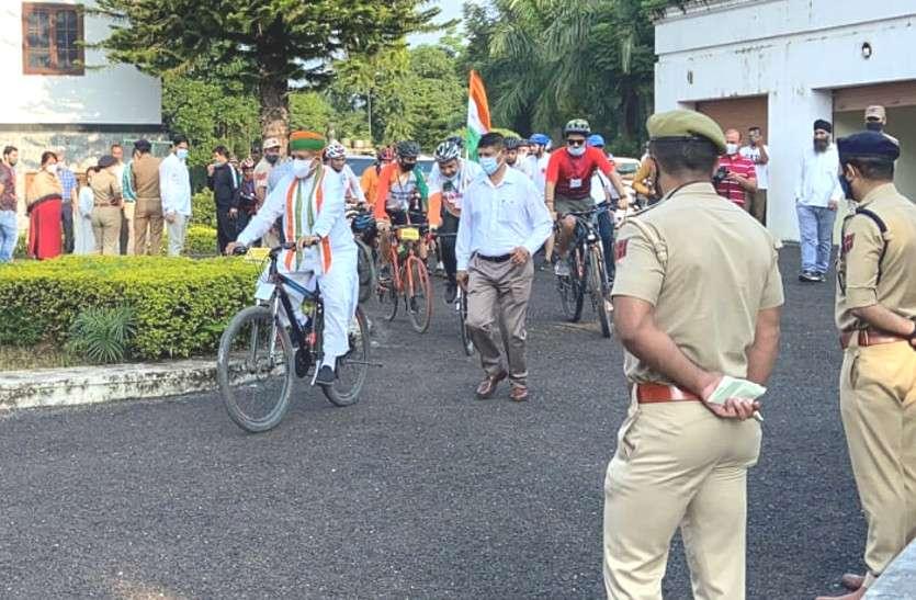 Arjun Ram Meghwal : अब जम्मू-कश्मीर में नज़र आया साइकिल प्रेम, रैली में हुए शामिल