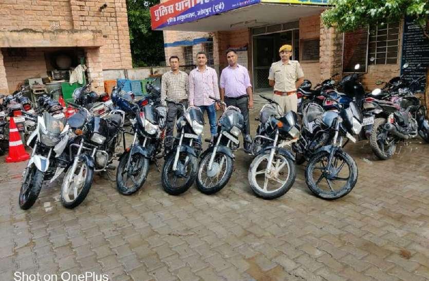 गांव से बस में शहर आता और बाइक चुराकर लौट जाता