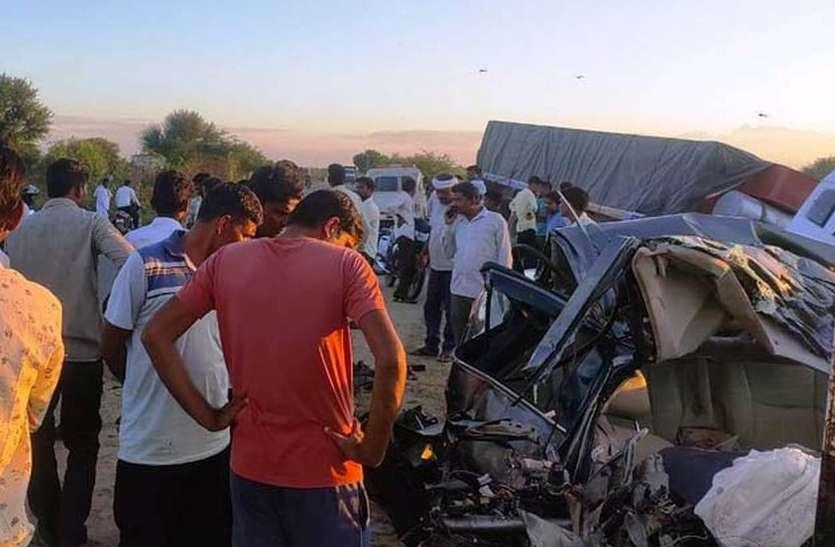 कार व टे्रलर की टक्कर में कार चालक की दर्दनाक मौत