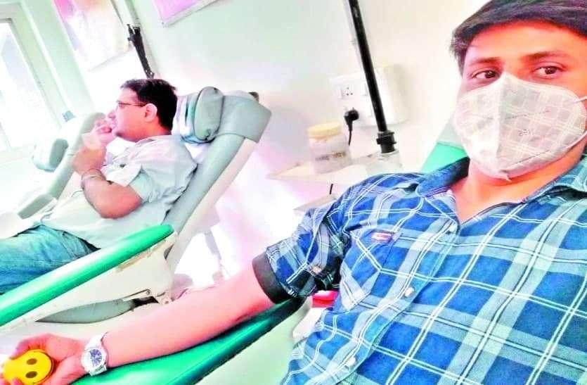 किडनी ट्रांसप्लांट किया, मरीज को खून भी दिया