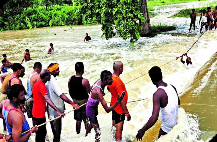 दोस्तों के साथ नाले के कटबांध में नहाने गए 13 साल के बच्चे की डूबने से मौत, मासूम का शव देख फफक पड़े परिजन