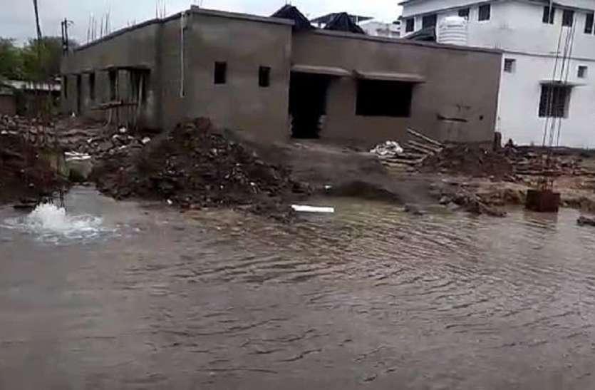 बिजली समस्या के चलते शहर के आधा दर्जन वार्डों में जलापूर्ति बाधित