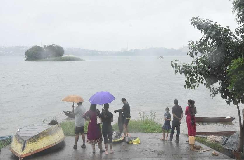 मानसूनी सिस्टम और दो द्रोणिकाओं के असर से पूरे प्रदेश में जारी है बारिश का दौर