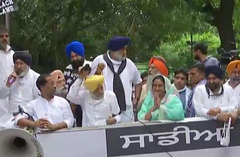Akali Dal Protest: प्रदर्शन कर रहे सुखबीर सिंह बादल, हरसिमरत कौर समेत हिरासत में 11 नेता, कांग्रेस-बीजेपी पर साधा निशाना