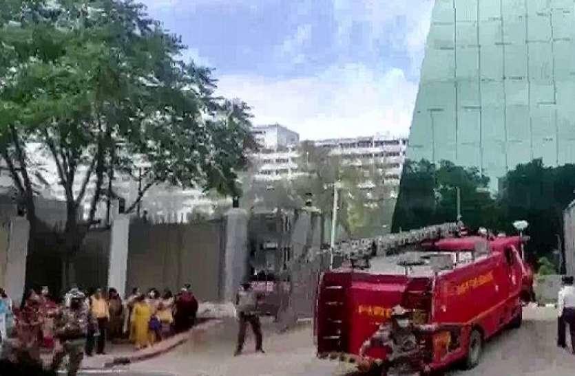 Delhi: CBI बिल्डिंग के बेसमेंट में लगी आग, पूरे स्टाफ को बाहर निकाला गया