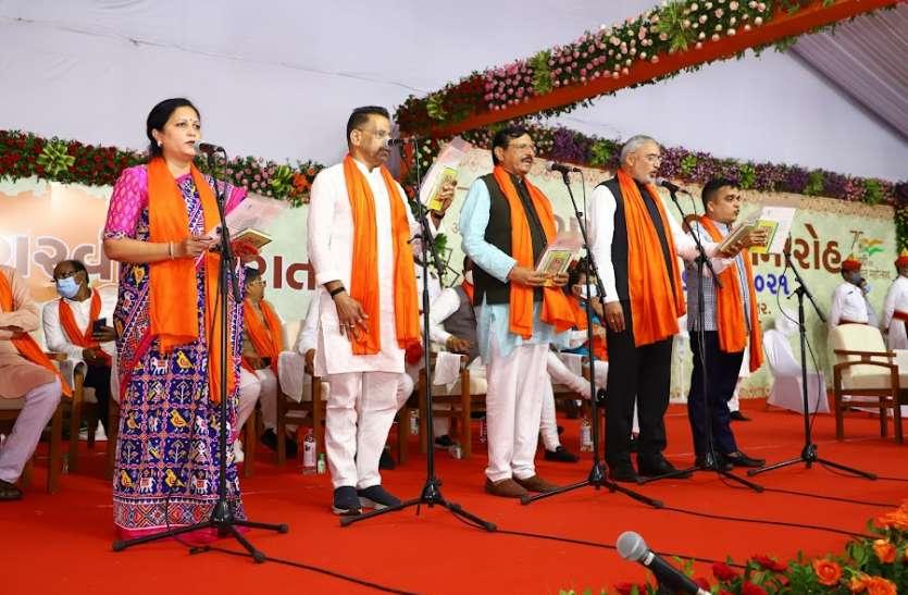 Gujarat: गुजरात के 33 जिलों में से आधे को नहीं मिला प्रतिनिधित्व