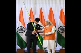 पीएम मोदी को मिले उपहारों की नीलामी: सुहास एलवाई का रैकेट 10 करोड़ तो नीरज चोपड़ा के भाले की बोली 1 करोड़ के पार