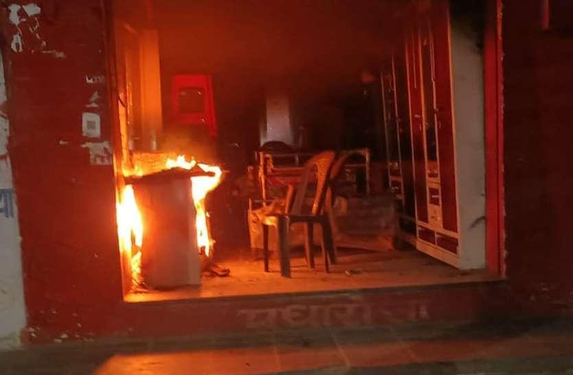 आधी रात फर्नीचर की दुकान में आग