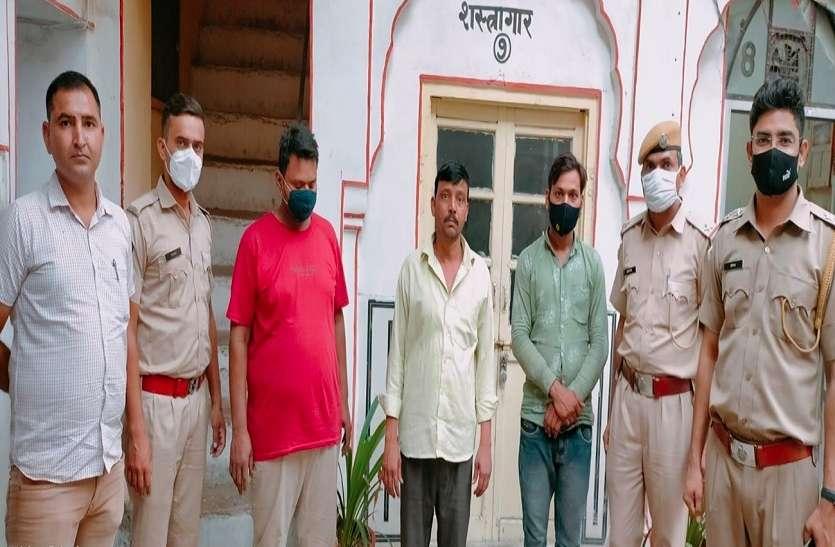 जैन मंदिरों में चोरी करने वाले दो सेवादार और कबाड़ी गिरफ्तार