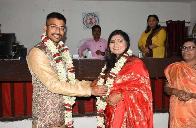 IAS ने ट्रेनी IPS से कोर्ट में की शादी, सिविल सर्विसेज की तैयारी के दौरान हुई दोस्ती फिर प्यार चढ़ा परवान