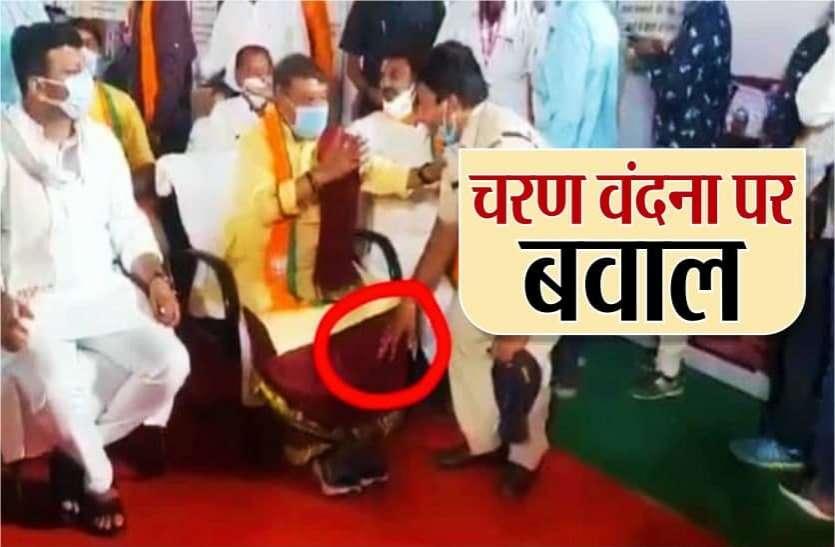 पुलिसकर्मी ने छुए भाजपा महासचिव कैलाश विजयवर्गीय के पैर, MP में राजनीतिक बवाल, जानिये मामला