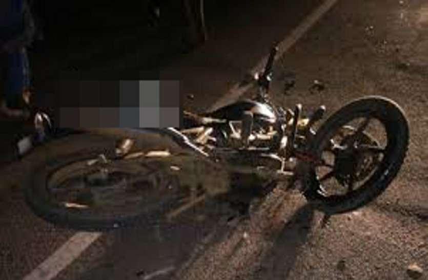 मैच खेलकर बाइक से घर लौट रहे फुटबॉल खिलाड़ी की सड़क हादसे में मौत, दोस्त घायल