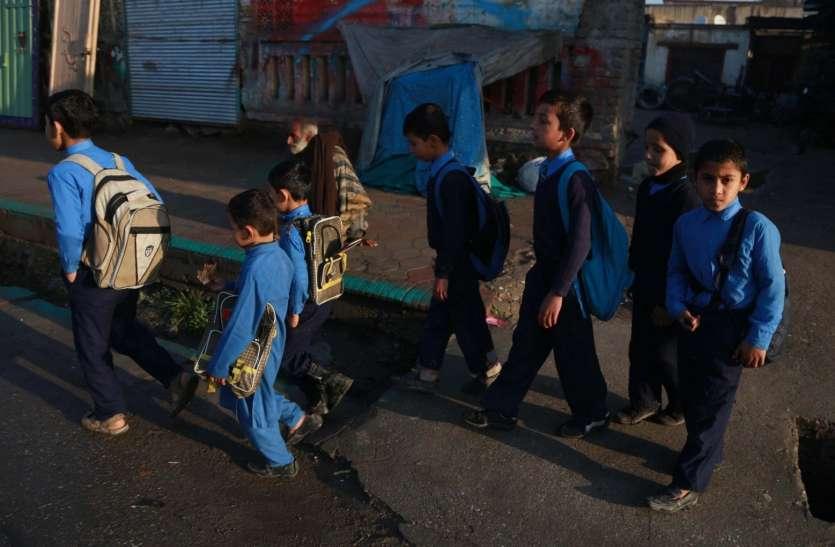 वादे से मुकरा तालिबान: अफगानिस्तान में आज से खुले लडक़ों के स्कूल, लड़कियों पर साधी चुप्पी