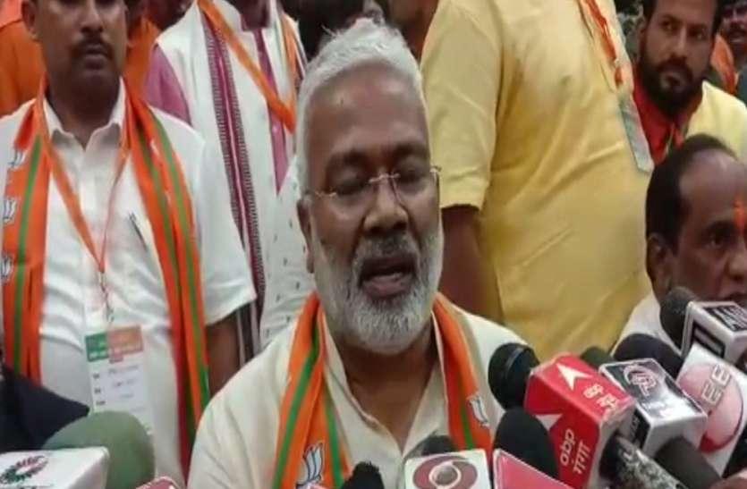 OBC मोर्चा के प्रदेश कार्य समिति की बैठक में शामिल हुए स्वतंत्र देव सिंह ने कहा एक वंश व एक परिवार ने लुटा पूरा राज्य