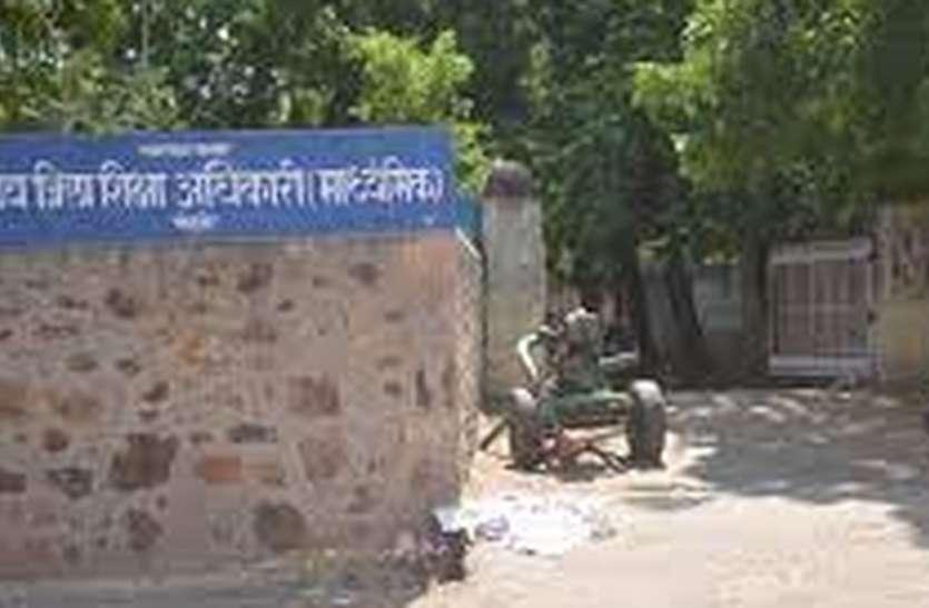 प्रदेश में जगह-जगह खुल रहे अंग्रेजी स्कूल, हिंदी माध्यम में पद स्वीकृति सरकार गई भूल