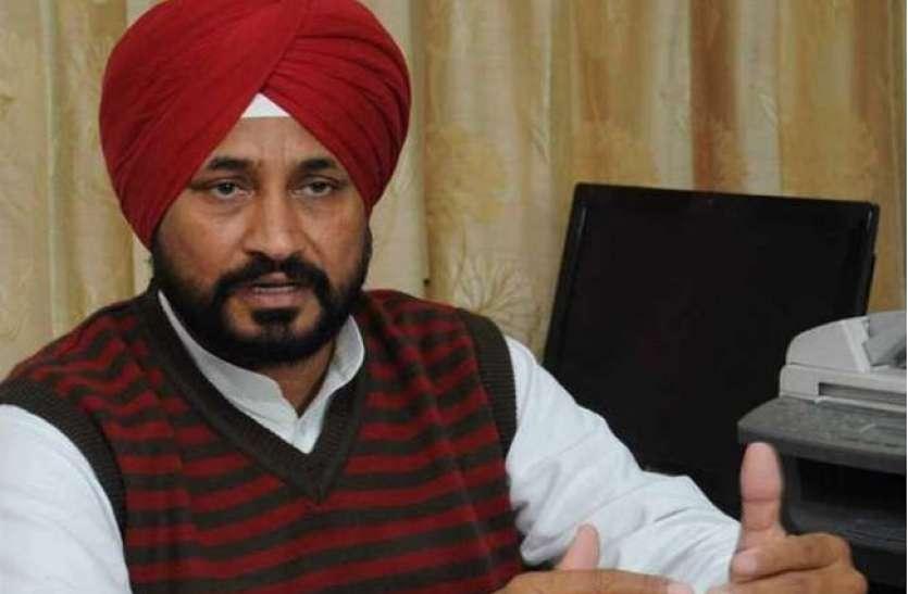 Punjab CM: चरणजीत सिंह चन्नी पर लग चुका है MeToo का आरोप, महिला IAS को भेजा था अश्लील मैसेज