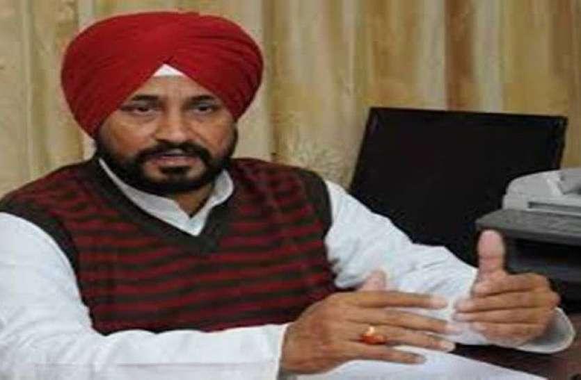 Charanjit Singh Channi: चरणजीत सिंह चन्नी ने राज्यपाल को सौंपा विधायकों का समर्थन पत्र, आज सुबह 11 बजे होगा शपथ ग्रहण समारोह