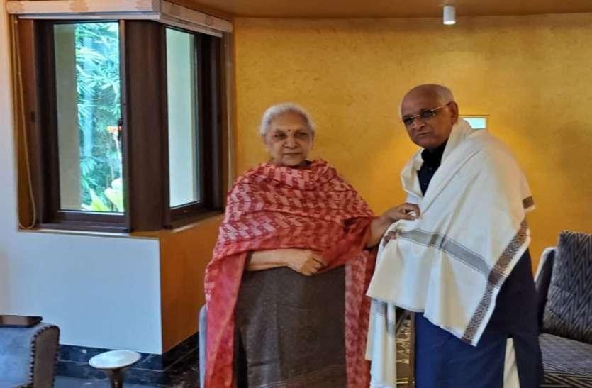यूपी की राज्यपाल आनंदीबेन से मिले गुजरात के मुख्यमंत्री भूपेन्द्र पटेल