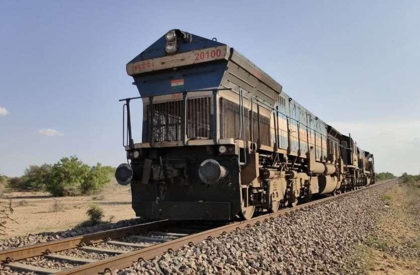 हांफा रेल का इंजन, अटकी आधा दर्जन रेलें