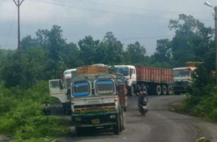 भाड़ा बढ़ाने की मांग को लेकर ट्रक ऑनर्स एसोसिएशन और प्रबंधन के बीच नहीं बनी सहमति