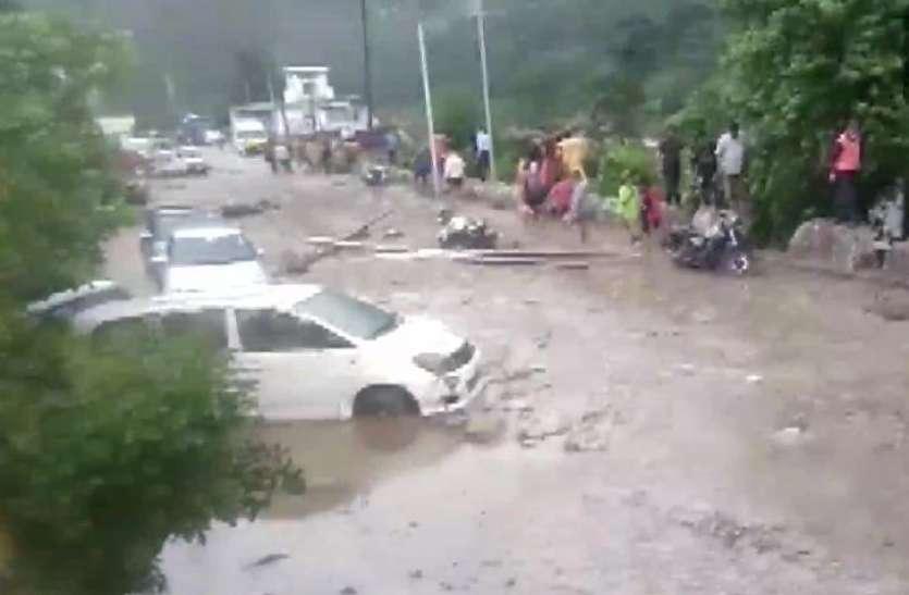 Uttarakhand Cloud Burst: चमोली में बादल फटने से बाढ़ की चपेट में BRO मजदूर, ऋषिकेश-बद्रीनाथ हाईवे भी बंद