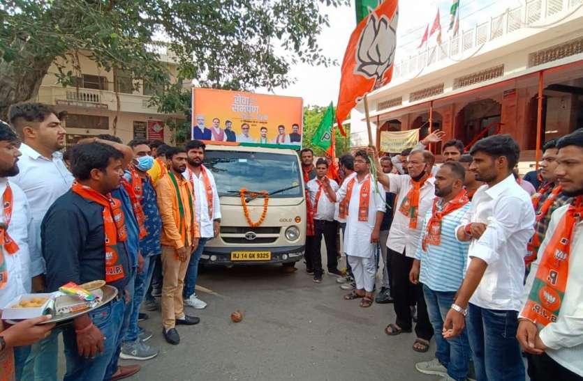 PM Modi के जीवन पर आधारित चल प्रदर्शनी ने लुभाया
