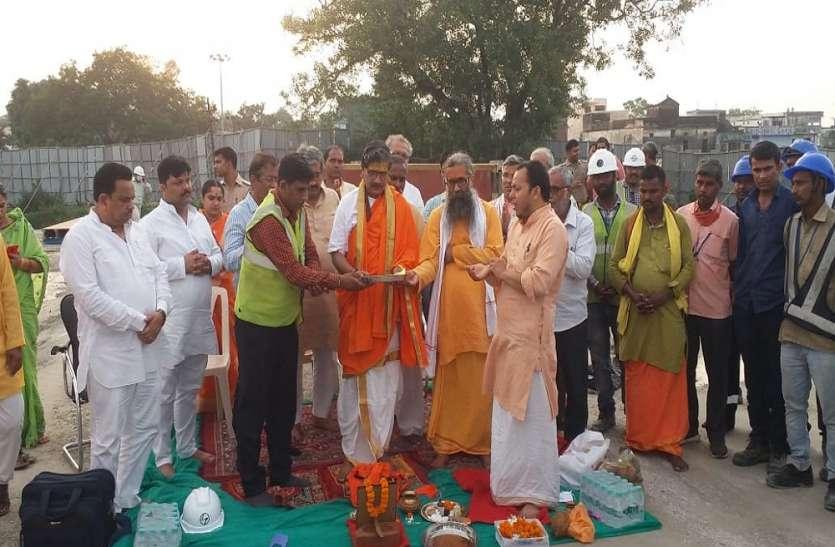 Ram Mandir Ayodhya : मंदिर निर्माण में दूसरे चरण का कार्य शुरू, गर्भगृह स्थल पर हुआ मुहूर्त पूजन