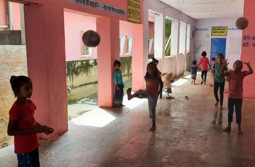 विद्यालयों में नजर आई चहल-पहल, छठी से आठवीं तक के बच्चे पहुंचे स्कूल