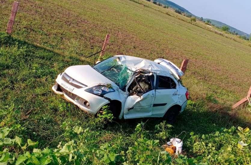 अनियंत्रित कार पलटी, एक की मौत तीन गंभीर
