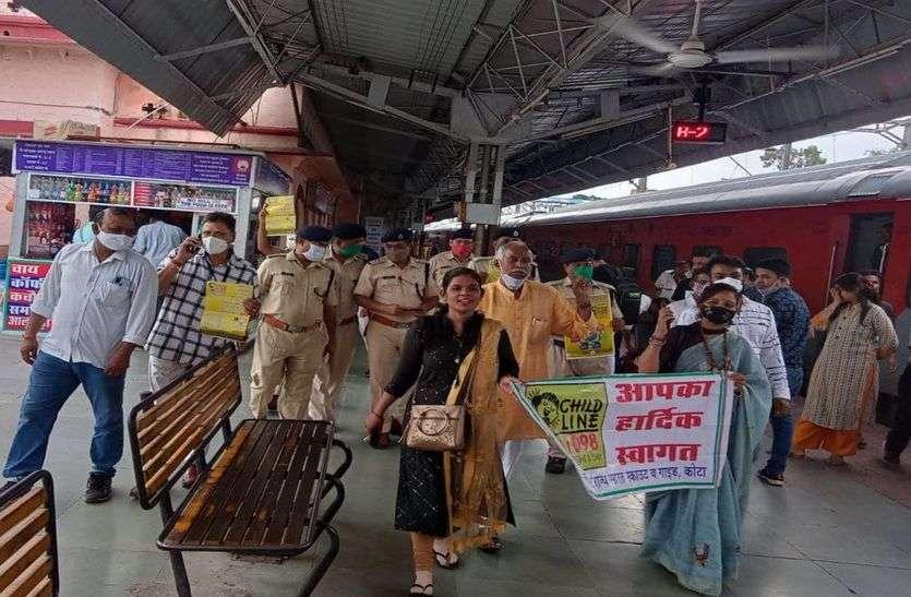 कोटा के रेलवे स्टेशन पर चलाया जागरूकता अभियान