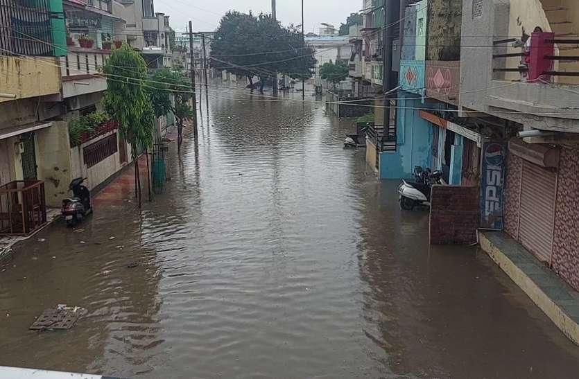 Gujarat Hindi News : कहीं रास्ते तरबतर तो कहीं घरों में घुसा पानी