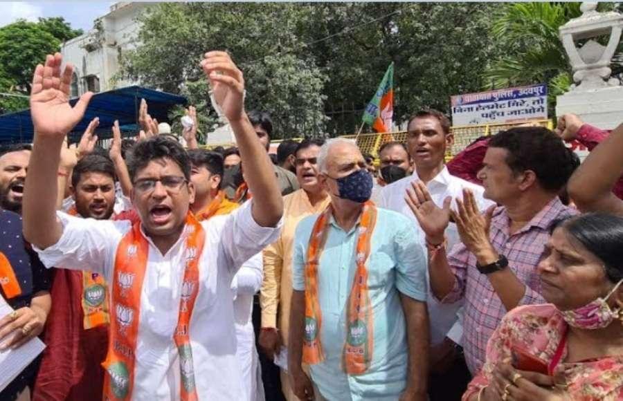 बाल विवाह कानून अधिनियम के खिलाफ भाजयुमो का उदयपुर में प्रदर्शन