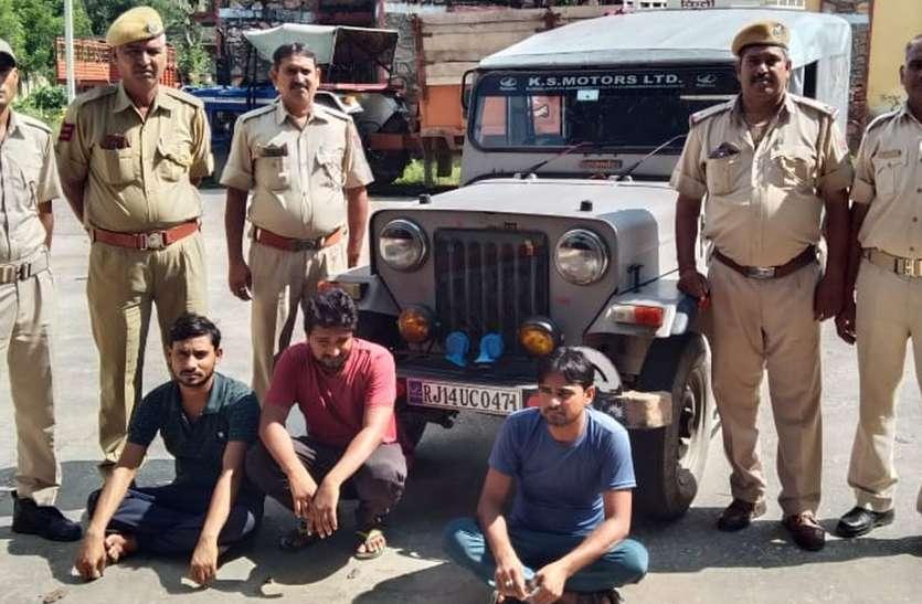 अवैध शराब के ठिकानों पर पुलिस का शिकंजा...तीन शराब तस्कर दबोचे, दो लाख रुपए की देशी-अंग्रेजी शराब जब्त